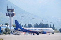 Paysage avec la vue de l'aéroport de Tivat Images stock