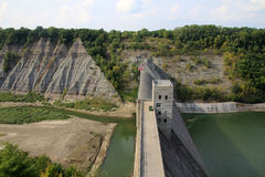 Paysage avec le barrage Photographie stock libre de droits