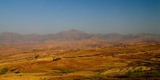 Paysage avec le champ d'agriculture autour de Malealea du passage du passage de paradis au Lesotho Photographie stock libre de droits
