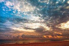Paysage avec le coucher du soleil lumineux Images stock