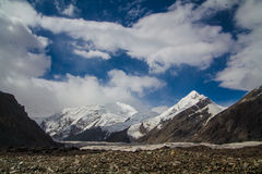 Paysage avec le glacier et les montagnes Images stock