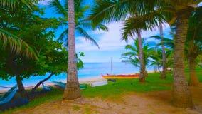 Paysage avec le lac et les arbres    bateau sur la plage 2019 image stock