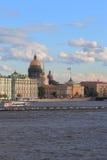 Paysage avec le palais d'hiver, la cathédrale de St Isaacs et l'Amirauté Photo libre de droits