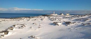Paysage avec le phare en Norvège du nord Images libres de droits