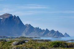 Paysage avec les montagnes et la mer Photographie stock libre de droits