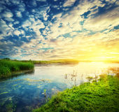 Paysage avec un ciel de coucher du soleil Image stock