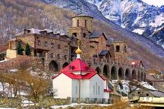 Paysage avec un monastère antique Photos stock