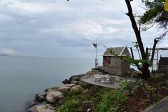 Paysage avec un petit cottage sur la plage à la montagne de singe Khao Takiab en Hua Hin, Thaïlande, Asie photos libres de droits