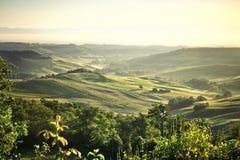 Paysage brumeux de la Toscane au lever de soleil Photo libre de droits