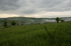 Paysage brumeux en nature Photos stock