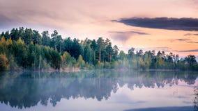Paysage brumeux sur la rivière d'Ural, Irtysh, Russie Photos stock
