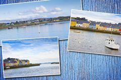Paysage côtier irlandais avec les maisons des pêcheurs colorés typiques - concept de postards sur le fond en bois coloré photos libres de droits