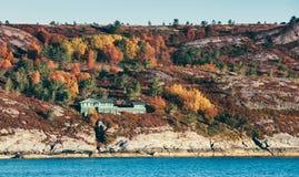 Paysage côtier norvégien modifié la tonalité d'automne Photo libre de droits