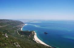 Paysage côtier de mer avec la plage arénacée de Portinho Image libre de droits
