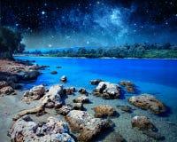 Paysage côtier sur l'île de Cléopâtre Éléments de cette image meublés par la NASA Images libres de droits