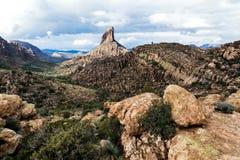 Paysage chez l'Arizona à la réserve forestière de Tonto, Etats-Unis Photographie stock libre de droits