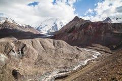 Paysage coloré de montagne Région de Pamir Kyrgystan Photographie stock libre de droits