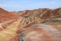 Paysage coloré des montagnes d'arc-en-ciel au geopark national de Zhangye Danxia, province de Gansu, Chine photo stock