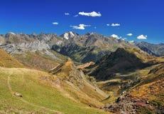 Paysage, crête et vallée de montagnes Photo stock