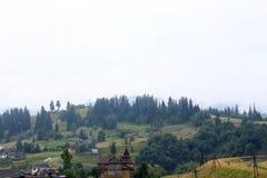 Paysage d'été avec de belles montagnes Image libre de droits