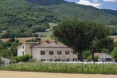 Paysage d'été en Marches près d'Urbino Photo stock