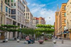 Paysage d'été sur la place européenne dans la ville de Dniepr Photos stock