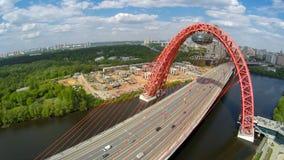 Paysage d'antenne de pont suspendu de Zhivopisny Photos stock