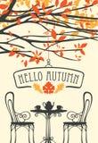Paysage d'automne avec des meubles de café de rue Images stock