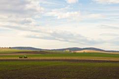 Paysage d'automne avec le tracteur Image libre de droits