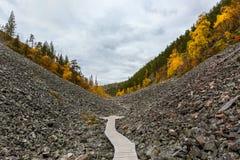 Paysage d'automne en beau canyon, Laponie, Finlande Photo libre de droits
