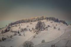 Paysage d'hiver avec des montagnes en Transylvanie Images libres de droits