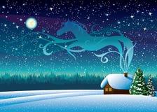 Paysage d'hiver avec la hutte et la silhouette de cheval de magie. Photographie stock