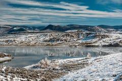 Paysage d'hiver avec le réservoir de montagne de Wolford Images libres de droits