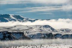 Paysage d'hiver avec le réservoir de montagne de Wolford Image libre de droits