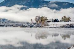 Paysage d'hiver avec le réservoir de montagne de Wolford Photos stock