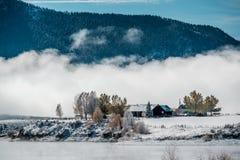 Paysage d'hiver avec le réservoir de montagne de Wolford Photographie stock