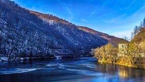 Paysage d'hiver, congelé, lac de glace Images stock