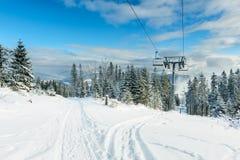 Paysage d'hiver dans Beskid Zywiecki- Pologne Photographie stock