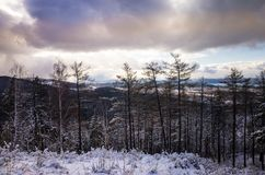 Paysage d'hiver dans les montagnes image stock