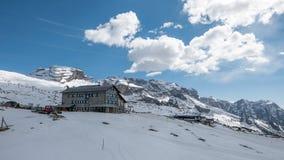 Paysage d'hiver, dolomites de Brenta, crêtes alpines photographie stock libre de droits