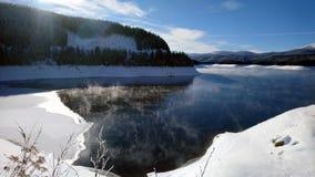 Paysage d'hiver en montagnes photo stock