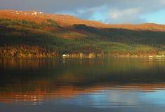 Paysage d'hiver sur le lac loch Ness Photographie stock libre de droits