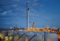 Paysage d'industrie de raffinerie de pétrole Photographie stock libre de droits