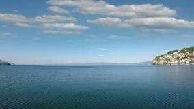 Paysage d'Ohrid de lac banque de vidéos