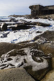 Paysage d'une falaise avec un vieux et ruiné bâtiment à l'arrière-plan Images libres de droits