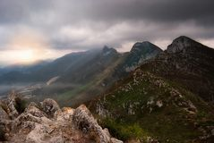 Paysage d'une vallée au coucher du soleil Photo libre de droits