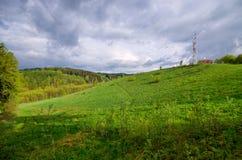 Paysage dans les collines avec le ciel dramatique Images libres de droits