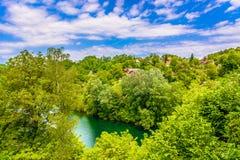 Paysage dans Ozalj, rivière de Kupa images stock