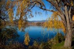 Paysage De Święty Saturnin les Odpowiedni - Le Lac Francja zdjęcia stock