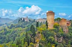 Paysage de Brisighella avec Santuario del Monticino et fortre Photographie stock